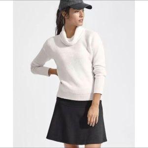 athleta / fit flare black pattern skirt workout